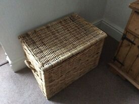 "LARGE SOLID/STURDY NATURAL WICKER BASKET WITH LID & 2 HANDLES WIDTH 25.5"" DEPTH 18"" HEIGHT 18"" VGC"