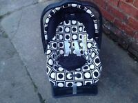 MAMA's AND PAPA's CHILDS CAR SEAT