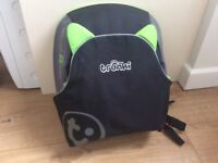 TRUNKI backpac booster car seat green and black