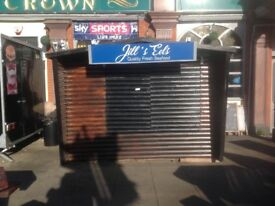 Seafood business with pitch - outside busy pub in Romford