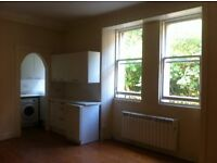 Spacious and light 1 bedroom flat, in popular Dean Village (available now, unfurnished)