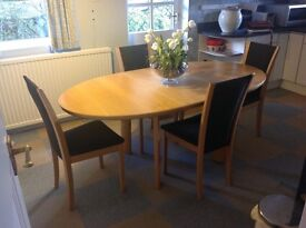 Skovby light oak dinning tables and 4 matching chairs
