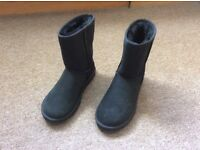 Genuine Ladies Short Black UGG Boots UK Size 4.5