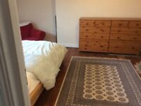 Large attic room available in Hammersmith, for a mature female. 5 nights a week,mon to Friday.