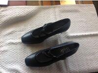 Pavers court shoe