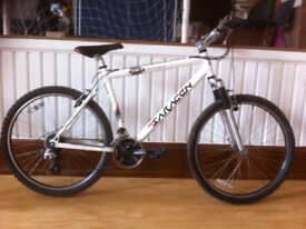 """Men's Mountainbike - fully refurbished 20"""" Saracen: 24-speed Shimano Altus, 26"""" wheels,"""