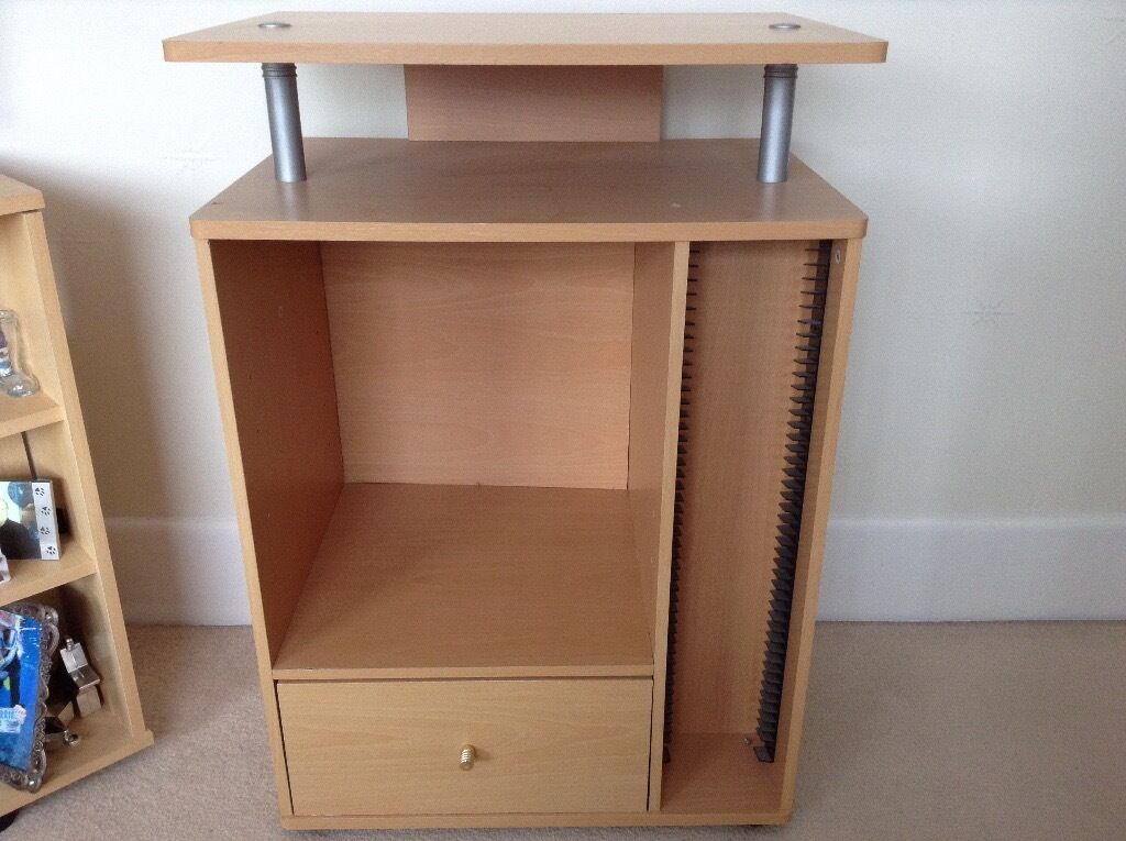 Unit for TV, stereo, CDsin Christchurch, DorsetGumtree - Unit for TV, stereo, CDs, light wood effect, drawer at bottom, slots for CDs. Good condition £10