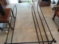 Sturdy hanging rail with 3 shelves