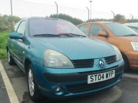 Low mileage Renault Clio 1.1 full year mot ideal runabout and 1st time car
