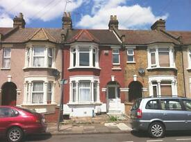 1 bedroom flat in Herbert Road, Seven Kings, IG3
