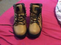 Dunlop safety boots size 6.5