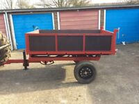 Tipping trailer suitable for small or large tractor