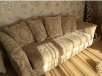 Lounge 4 seater settee almost new no wear and tear bargain