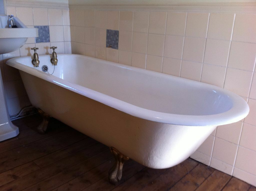 Traditional English Victorian Cast Iron Bath with Claw Feet and ...