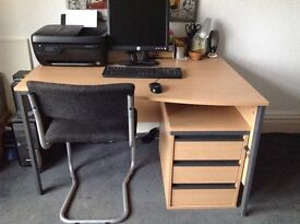 Beech effect computer table in good condition including matching set of drawers