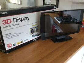 Sony 3D monitor for sale, boxed with 2 pairs of unused glasses