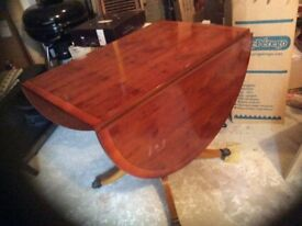 Mahogany Oval Dining table +6 Chairs