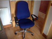 Blue swivel office chair with arms