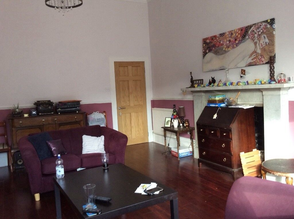Lovely, large, furnished 5 bedroom flat available in West End location