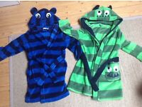 2 complimentary dressing gowns ideal for TWINS. EXCEL condition. Soft fabric. Age 2-3