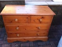 Pine chest of drawers, in good condition