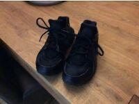 Black size 5 huaraches
