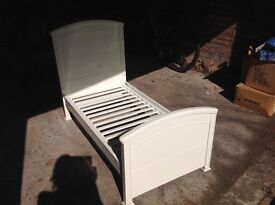 Mamas and papas white cotbed in excellent condition