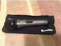 Seinnheiser broadcast vocal microphone e825s + holder