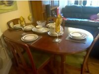 EXCELLENT CONDITION DINING TABLE AND FOUR CHAIRS