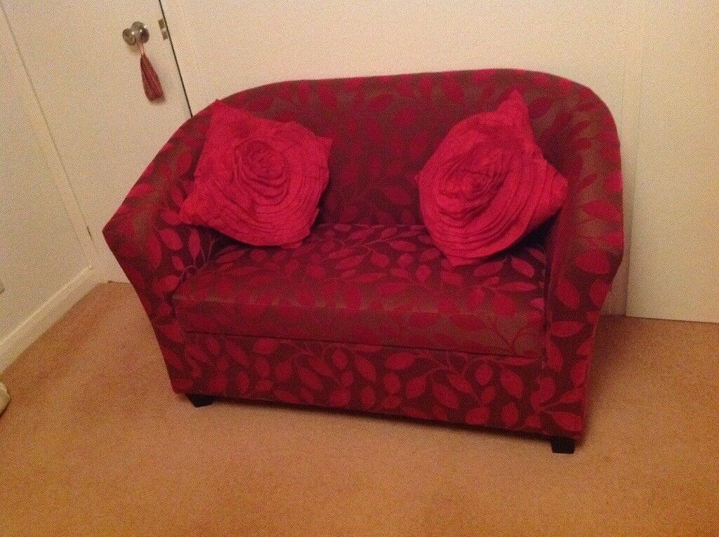 Small 2 seater chair / sofa very good condition
