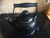 Black 2.1 lt le creuset kettle