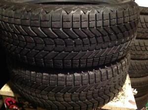 2 pneus d'hiver 215/55 r17 firestone winterforce.  120$