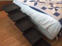 Steps that aid dogs to climb on bed