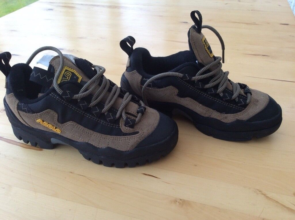 Brand new in box Asolo walking winter boots, shoes size 5, size 4