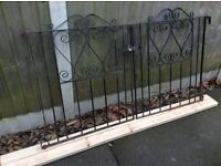 A PAIR OF BLACK METAL FRONT / GARDEN / DRIVEWAY GATES