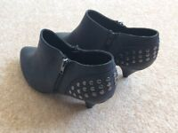 BRAND NEW ANKLE BOOTS - SIZE 9 - WIDE FIT