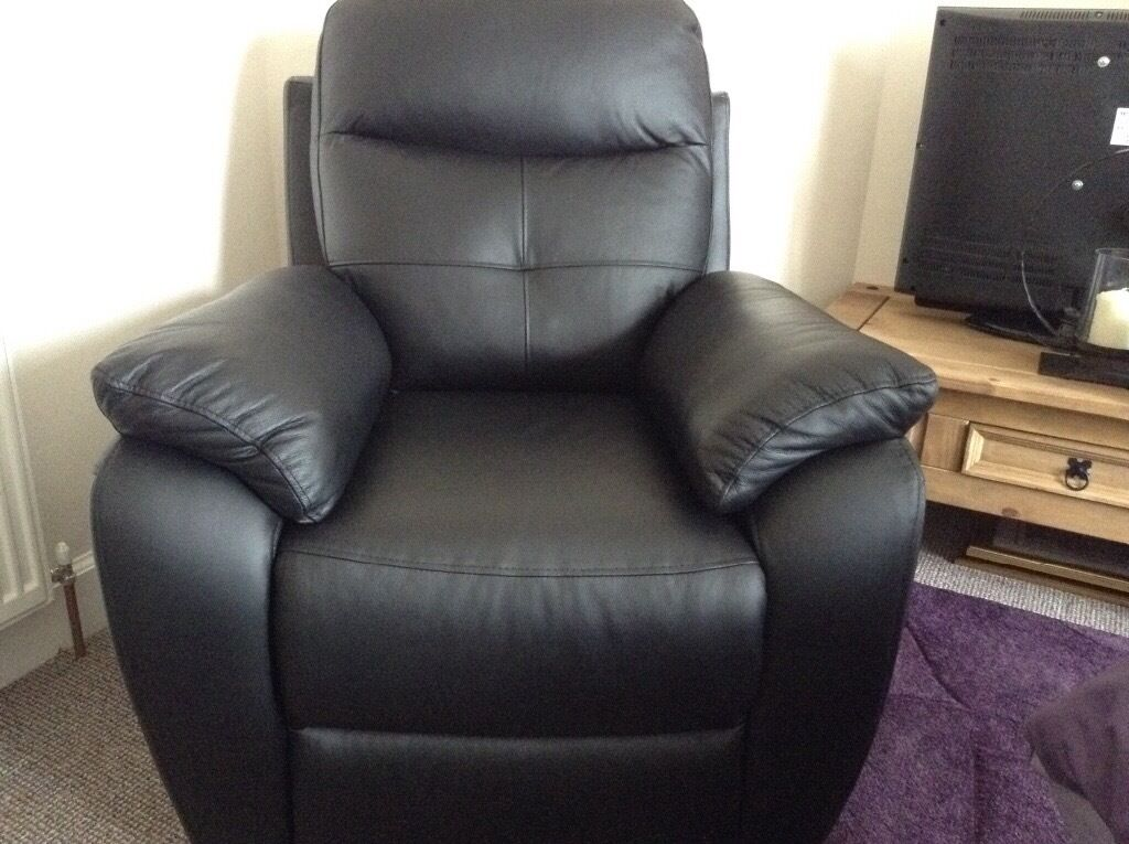 Harvey S Maple Black Leather Electric Recliner Chair In