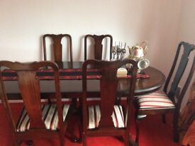 Beautiful Mahogony dining table with 5 chairs