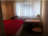 Small double room for rent in quiet Isleworth