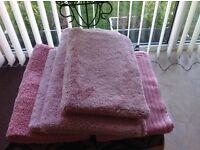 Bath mats &. Sets. As New, good condition. £8.