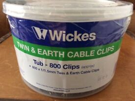 Twin & Earth Cable Clips 1/1.5mm - Grey - Tub of 800 - New & Unused