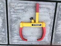 Caravan or Motorhome wheel clamp