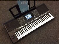 yamaha psr s950 as new with 2 yrs warranty + stand + manual + music stand mint condition