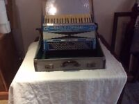 piano accordian 24 keys comm paolo soprani old but good working condition
