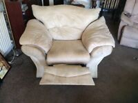 Recliner armchair good condition no damage buyer collects