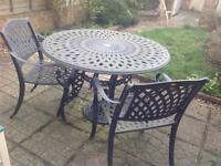Donard cast iron table with 4 armchairs and a parasol