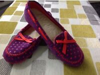 Ladies size 7 ugg slippers