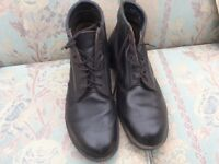 Black working boots size 11 . Worn a few times. Polish up well.