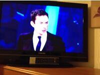 "TOSHIBA 32"" lcd television"