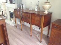 Beautiful serpentine sideboard in yew finish - impressive piece of furniture in very good condition